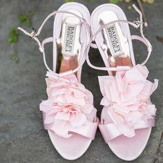 Strut your stuff in these gorgeous blush Badgley Mischka shoes. Xoxo @weddingchicks #pink #shoes #wedding #love #bride