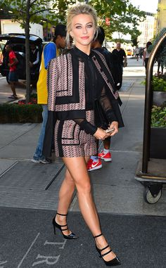 Julianne Hough from The Big Picture: Today's Hot Pics  The leggy lady looks sublime in NYC.