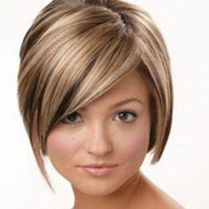 Um dos cabelos curtos mais pedidos do momento são os desfiados despojados.