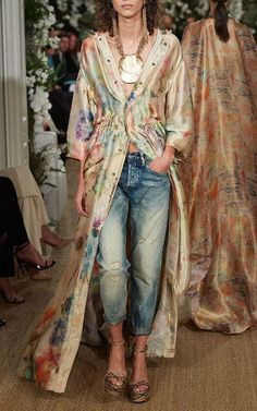 Ralph Lauren shows why he's the king of New York Fashion Week with classic yet modern American clothes - available to shop now Kimono Fashion, Fashion Pants, Fashion Outfits, Womens Fashion, Fashion Tips, Fashion Trends, Jackets Fashion, Sweater Fashion, Fashion Websites