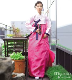 Hanbok design by damhan korean traditional costume (hanbok) Korean Fashion Pastel, Korean Fashion Winter, Korean Fashion Men, Korean Hanbok, Korean Dress, Korean Outfits, Korean Clothes, Korean Traditional Dress, Traditional Dresses