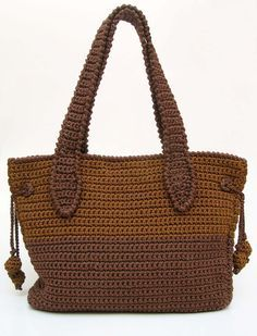 Crochet pattern for a two sizes bag. Crochet a bag for carrying your knitting projects or even for travelling. Back and forth, easy.