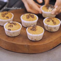 Conheça a receita de Muffin de Banana com Chocolate do Food Network Banana Com Chocolate, Homemade Chocolate, Chocolate Recipes, Chocolate Cupcakes, Breakfast Cups, Salty Cake, New Cake, Food Cakes, Cup Cakes