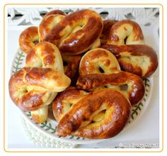 The Cottage Market: Home Made Hot Soft Pretzels oh so EASY!!!