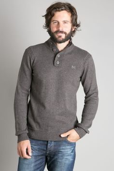 Pull homme col montant raffiné