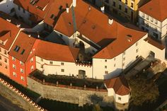 Písek, (South Bohemia), Czechia - At the Cannonball House Beautiful Places In The World, Town Hall, Czech Republic, 18th Century, Most Beautiful Pictures, Gate, Cities, Travel Destinations, Scenery