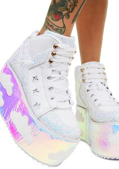 Y.R.U. Iridescent Qozmo Sky Platforms got ya shinin' like a diamond. These dope platforms have supa thikk iridescent soles with cloud patches and sparkly glitter panels on the top N' sides.