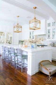 gorgeous brass pendants Transitional Kitchen Nook Remodel - Styled for Spring, tip to decorate your kitchen for spring, coconut cake recipe with fresh roses Transitional Living Rooms, Transitional Kitchen, Transitional Decor, Kitchen Nook, Kitchen Decor, Kitchen Design, Elegant Kitchens, Beautiful Kitchens, Cuisines Design