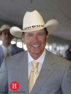 Country music legend George Strait at the races Country Musicians, Country Music Artists, Country Singers, Country Music Videos, Country Music Stars, George Strait Family, Joyce Taylor, Cowboy Up, Thing 1