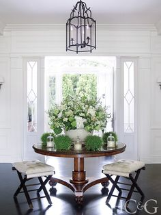 Tour a Southampton Abode that Embodies its Natural Landscape - Cottages & Gardens In the entry hall, David Easton–designed benches flank an antique pedestal table purchased in Lon Round Entry Table, Entry Tables, Foyer Design, Design Design, Design Ideas, Manhattan Apartment, Entry Hall, French Country Decorating, White Houses