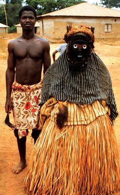 Mask, Dan peoples, village of Nyor Diaple, Liberia. February Photo by William Siegmann Black Art Painting, Mask Painting, Liberia, African Masks, African Art, Statues, Art Premier, Festival Costumes, African Culture