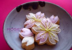 sakura cookies - What a NEAT Pinterest board! At first I thought it was all Sushi but then there are such pretty foods of all kinds.  Most all would be really pretty cake pops or even decorated cakes and cookies -