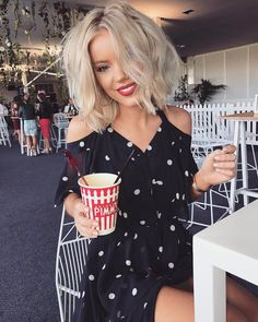 Brilliant 150 Best Date Night Style Ideas https://fazhion.co/2017/05/19/150-best-date-night-style-ideas/ The outfit includes a whimsical poufy form and short length thus you're able to create an ideal look with a couple accessories.
