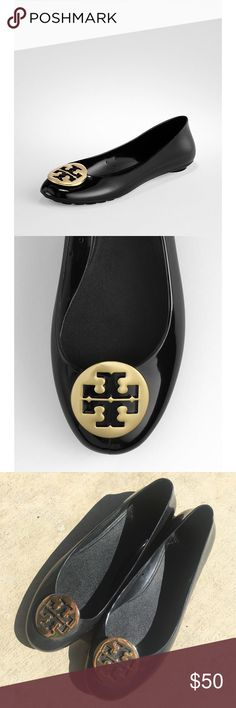 • [tory burch] black jelly reva's • Black jelly Reva's by Tory Burch. In good used condition! No serious signs of wear, bottoms shown. Size 8. They just hurt my wide feet unfortunately!  ❌NO TRADES ❌NO OFF APP PAYMENT 🚭SMOKE FREE HOME 🐶🐶 TWO PUPS Tory Burch Shoes Flats & Loafers