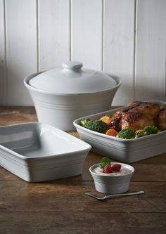 Mason Cash Classic Kitchen Casserole Dish with Lid Durable Stoneware Goes from Oven to Table Ounces Dishwasher Microwave and Freezer Safe Grey ** Check out this great product-affiliate link. Oven Dishes, Kitchen Dishes, Kitchen Dining, Cream Kitchen Accessories, Funky Kitchen, Classic Kitchen, Roasting Tins, Grey Kitchens, Classic Collection