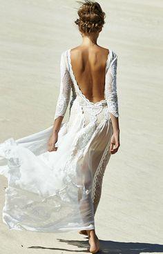 J'aime cette idée de robe mais il faudrait que le dessous soit blanc aussi. Je n'aime pas la couleur chair.