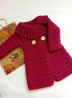 20 Prendas de abrigo para nena ¡tan lindas! | Tejedoras.es Cable Knitting Patterns, Baby Sweater Knitting Pattern, Knitted Baby Cardigan, Knit Baby Sweaters, Baby Knitting, Girls Knitted Dress, Crochet Dress Girl, Crochet Coat, Knitted Coat