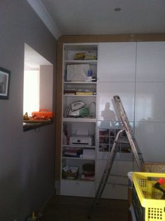 The idea of a Besta cabinet to hide away all our stuff was quickly decided, the problem of a cabinet was the collection of dust on the top of it, of course.. so, once again we took our tools together to modify the cabinet into a wall.. but first things first : the frame built [&hellip