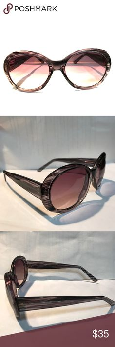 Liz Claiborne sunglasses Gradient lenses. Liz Claiborne Accessories Sunglasses