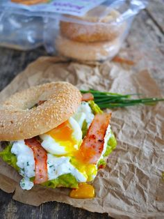 Bagel guacamole bacon and eggs Healthy Brunch, Bagel Recipe, Baguette, Food Inspiration, Breakfast Recipes, Breakfast Bagel, Dinner Recipes, Clean Eating, Food And Drink