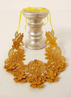 vyšívaný náhrdelník /žltý