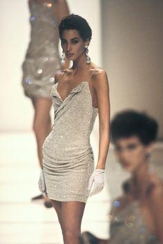 Christy Turlington - Giorgio Armani 1991 - by Paola - - Christy Turlington - Giorgio Armani 1991 - by Paola 90s Fashion, Couture Fashion, Trendy Fashion, Runway Fashion, Fashion Models, High Fashion, Fashion Show, Vintage Fashion, Fashion Outfits