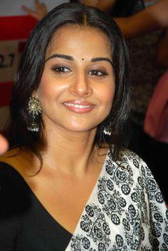 Vidya Balan Indian Bollywood, Bollywood Stars, Bollywood Actress, Bollywood News, Indian Actress Photos, Indian Actresses, Vidya Balan Hot, Navel Hot, Plain Saree
