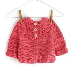 Aprende a Tejer una bonita Chaqueta de Crochet para niña con este Tutorial y patrón Gratis. Es muy fácil y además ¡dejarás a todos boquiabiertos!