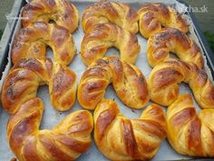 Czech Recipes, Home Baking, Challah, Aesthetic Food, Baked Goods, Sausage, Recipies, Food And Drink, Bread