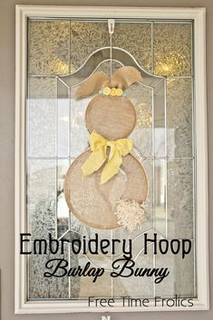 Embroidery Hoop Burlap Bunny Door decor via www.freetimefrolics.com #bunny #decor #easter