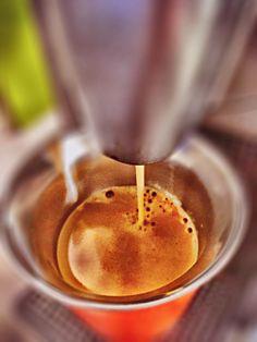 Guten Morgen…wenns der #Arpeggio #Kaffe von @Nespresso dich erleuchtet ist's egal wenn's dich von oben befeuchtet