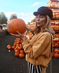 fa-s-sion – girl photoshoot poses Fall Pictures, Fall Photos, Fall Pics, Poses, Image Tumblr, Pumpkin Patch Outfit, Autumn Aesthetic, Autumn Photography, Hello Autumn