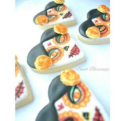 I just love these cookies and had to post another pic. Feliz Dia de los Muertos. #dayofthedead #diadelosmuertos #halloweendecor #diy