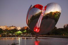 The Floralis Genérica sculpture, the world's biggest moving steel flower in the center of Buenos Aires, Argentina, receives a makeover from Philips with a combination of underwater and surface-mounted LED lighting. Every morning at 8.00am the enormous 23 meter-high flower's gigantic petals open to greet the day and close at sunset with an array of colors reflecting from its polished steel surface.