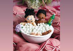Saiba como criar uma linda lembrancinha de mesa de casamento com biscuit! Que tal criar uma lembranc