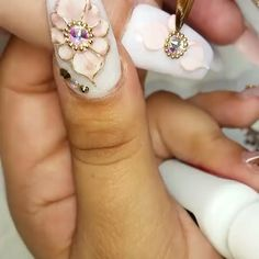 😍 is showing a tutorial on how to achieve these gorgeous Flowers , how beautiful and sweet of her is this? 3d Acrylic Nails, Acryl Nails, 3d Nail Art, Acrylic Nail Designs, Nail Art Designs, Glam Nails, Bling Nails, Beautiful Nail Designs, Beautiful Nail Art