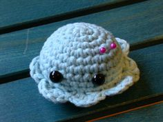 ADORABLE pincushion. i would like one of these attached to a headband so i could wear it on my head