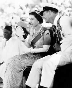 Young Prince Philip, Prince Philip Queen Elizabeth, Young Queen Elizabeth, Queen And Prince Phillip, Princess Margaret, Prins Philip, Die Queen, British Royal Families, Royal Queen