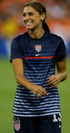Soccer star Alex Morgan dishes on flat abs and a flawless face.