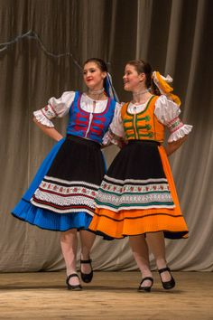 Quirky Fashion, Ethnic Fashion, European Costumes, Folk Clothing, Dress Attire, Ethnic Outfits, Beautiful Costumes, Costume Collection, Folk Costume