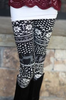 Snowflakes and Reindeer Leggings Holiday Outfits, Fall Outfits, Fashion Outfits, I Love Fashion, Passion For Fashion, Fashion Styles, Cold Weather Fashion, Winter Fashion, Stylish Outfits