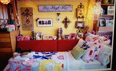 Cute dorm idea!! I love the idea of a day bed :)