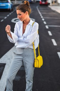 Outfit :: Eye-Catcher yellow bag ☀️