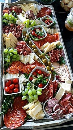 Tapas # mmmh Tapas # mmmh The post Tapas # mmmh appeared first on Fingerfood Rezepte. Charcuterie And Cheese Board, Charcuterie Platter, Antipasto Platter, Cheese Boards, Meat Platter, Crudite Platter Ideas, Antipasti Board, Tapas Platter, Plateau Charcuterie