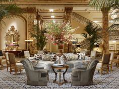 From San Francisco to Switzerland to Thailand, these are the most beautiful hotel lobbies around the world Hotels San Francisco, Fairmont San Francisco, Hotels And Resorts, Best Hotels, Florida Hotels, Hilton Hotels, Destin Florida, Restaurant Design, Empire Hotel