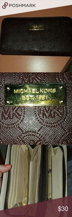 Micheal kors wallet Great condition purchased off of posh and it doesn't match my purse so I'd like to trade or sell so I can buy the correct color. I haven't used it just received it today. Accessories