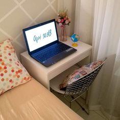 Escrivaninha pequena: 80 ideias para complementar o seu espaço Home Room Design, Home Office Design, Home Office Decor, Home Interior Design, Home Decor, Small Room Bedroom, Bedroom Decor, Study Room Decor, Home And Deco
