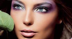La sombra de ojos es un cosmético que se aplica en los párpados y debajo de las cejas. Comúnmente se utilizan para darles tonalidades y luz a los ojos.