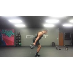 Monday leg day calls for some double kettlebell work! Try these out after some…
