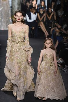 Lebanese fashion designer Elie Saab unveiled his highly anticipated Haute Couture fall/winter 2016 collection today in Paris. A timeless couture travel Style Couture, Couture Fashion, Runway Fashion, Fashion Show, Fashion Design, Fashion Moda, Fashion News, Elie Saab Couture, Beautiful Gowns